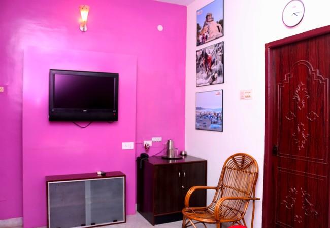 elements hostel guesthouse chennai king double room mamallapuram