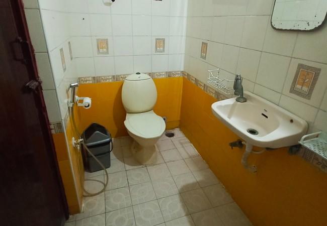 elements hostel guesthouse chennai twin room pondicherry bathroom