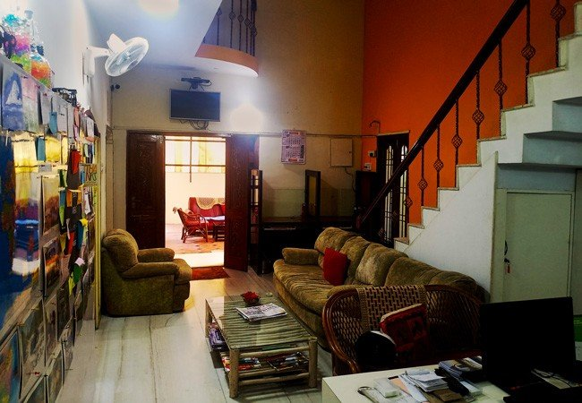 elements hostel guesthouse chennai reception area